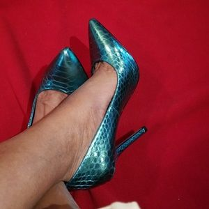 FERGIE BLUE METALIC SHOES